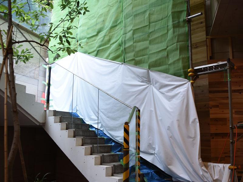 ヘルツ本店外壁工事中2