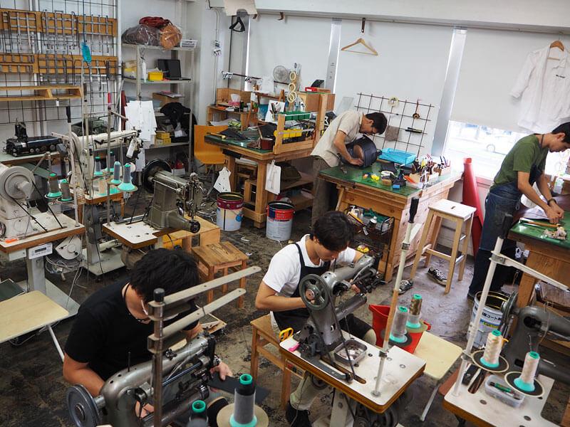 大阪店2階の工房風景