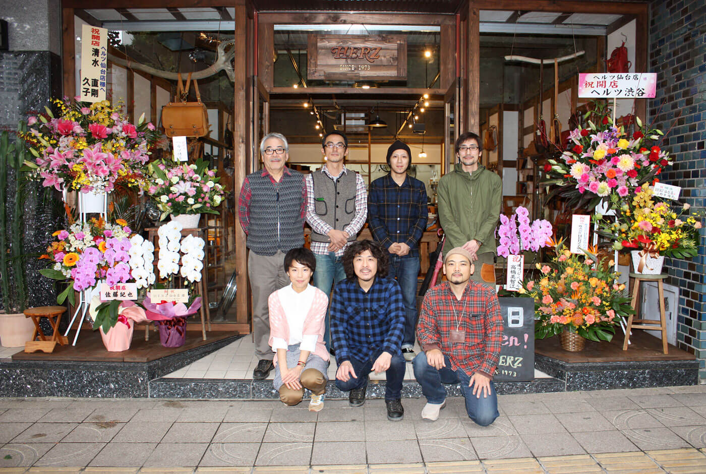 仙台店オープン前の集合写真