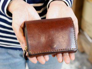 仙台店スタッフ:佐藤「小型の二つ折り財布」