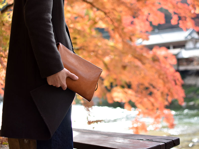 紅葉とダブルクラッチバッグ