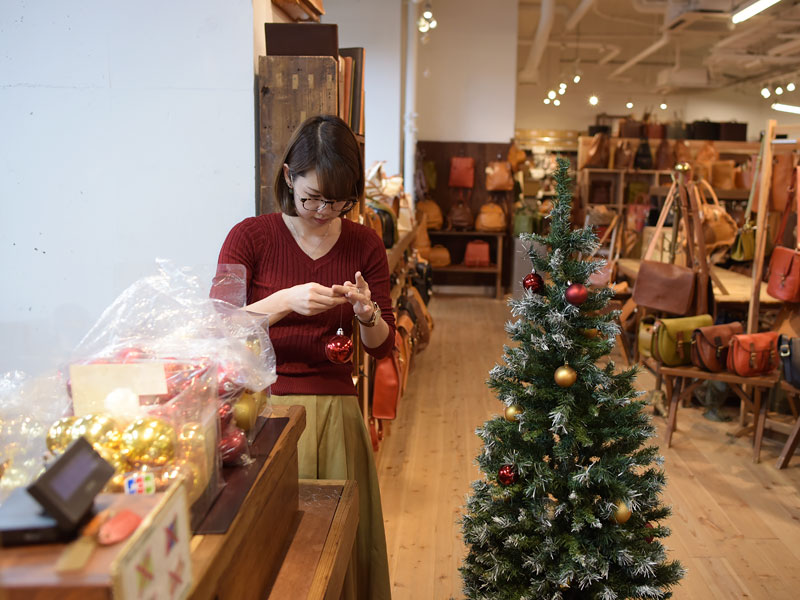本店クリスマスディスプレイ準備