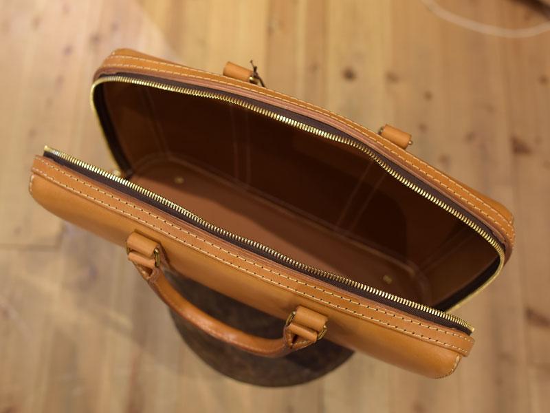 立体感のある二本手ビジネスバッグ オープン