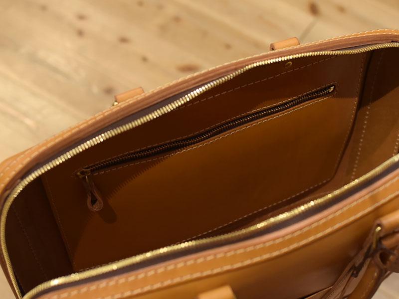 立体感のある二本手ビジネスバッグ 内ポケット