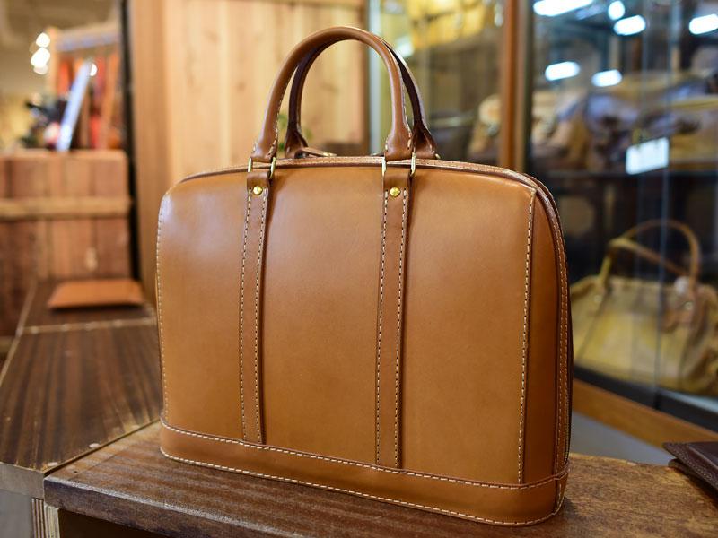 立体感のある二本手ビジネスバッグ