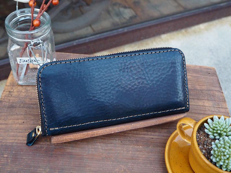 長財布一番人気!ファスナータイプの長財布