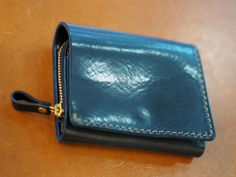 最近人気の小型の二つ折り財布(WS-64)