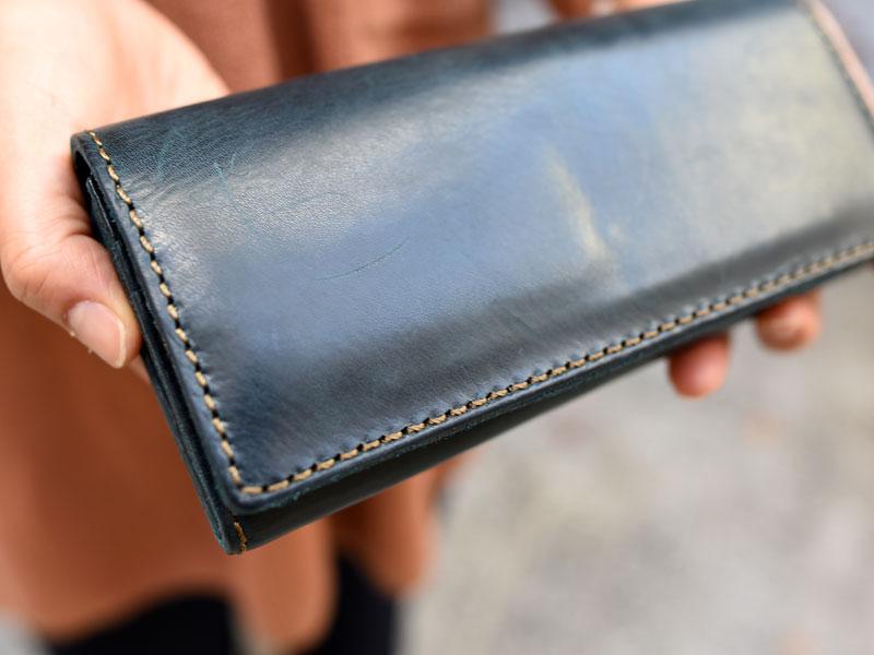 ミッスーリネイビーの長財布(WL-63) フタのアタリ