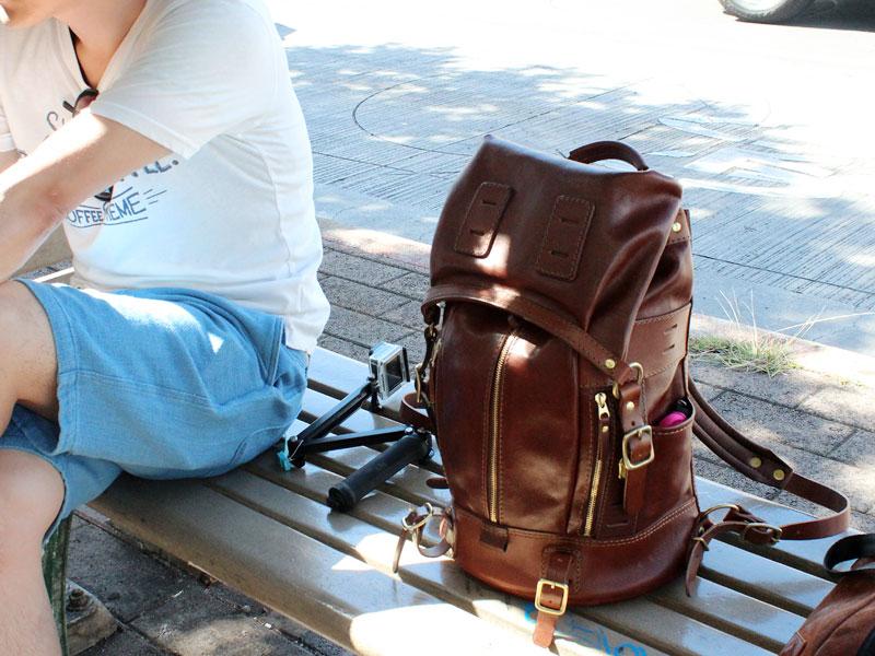 マウンテンリュック Mサイズ革色チョコ 自立