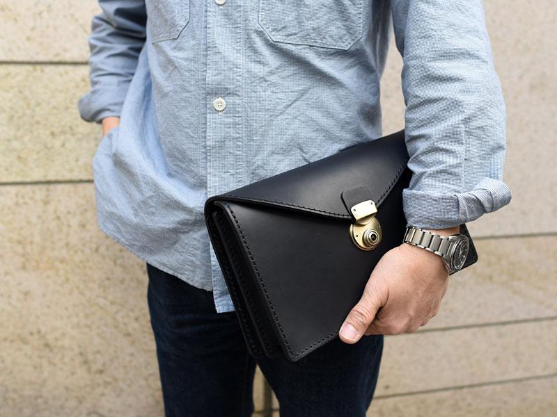 フラップセカンドバッグ・仕切り付き(S-1) ブラック手持ち