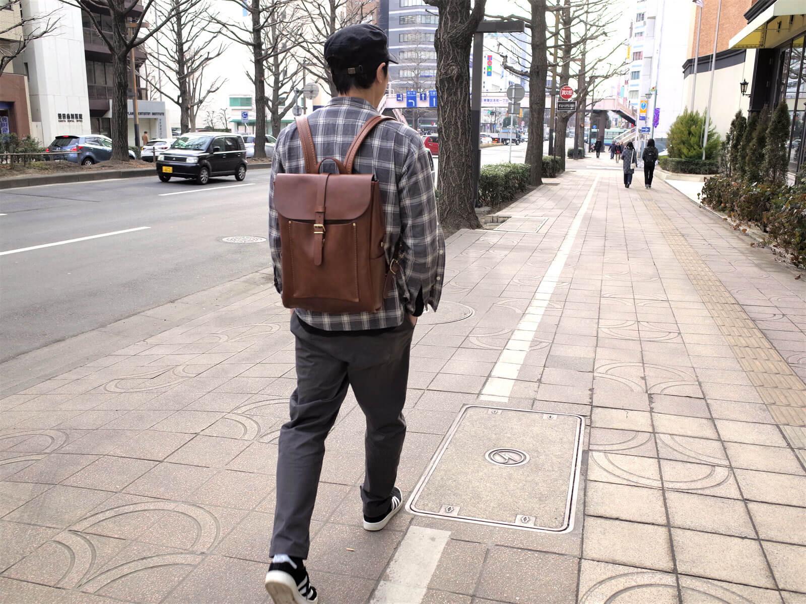 着用画像 歩く