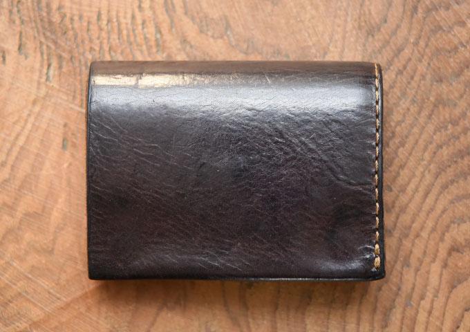 小型のマチ付き二つ折り財布 カスターニョエイジング