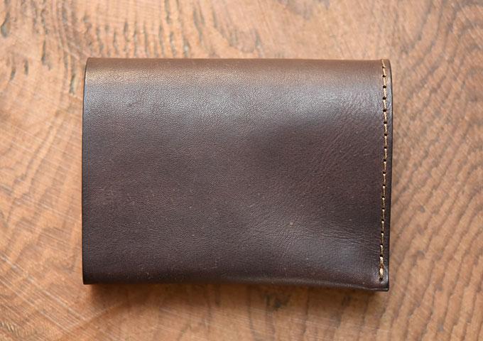 小型のマチ付き二つ折り財布 カスターニョ新品