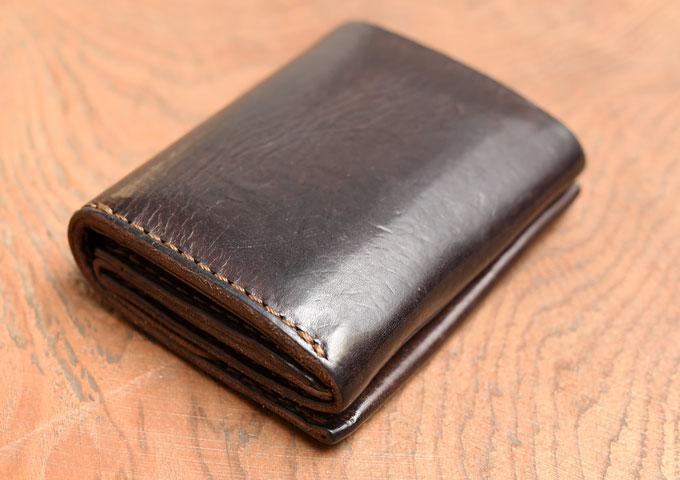 小型のマチ付き二つ折り財布 経年変化2