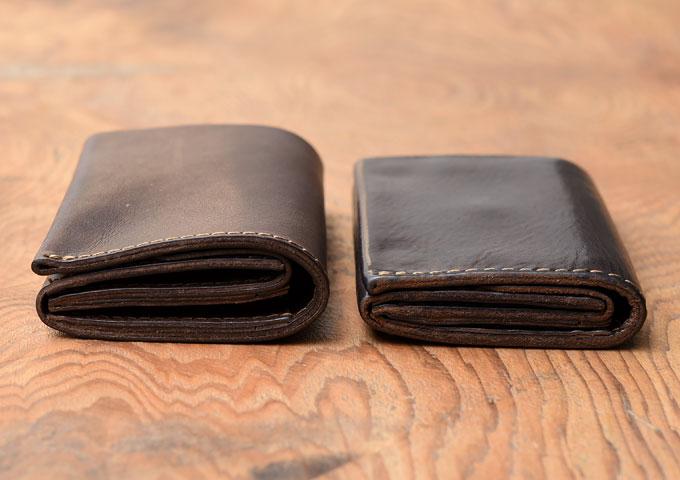 小型のマチ付き二つ折り財布 経年変化1