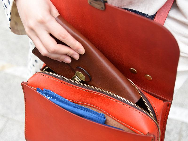 アオリノハンドバッグ(Q-9) 長財布収納