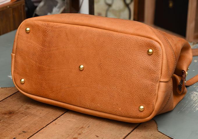 真鍮フレームの口枠ボストンバッグ 底面