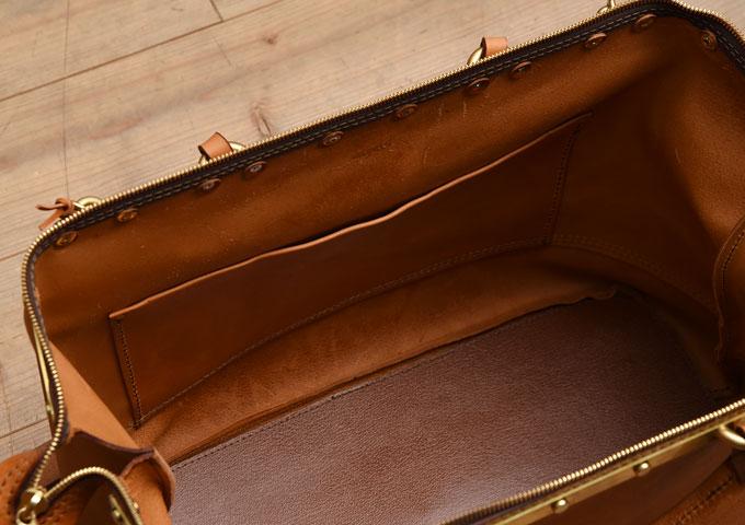 真鍮フレームの口枠ボストンバッグ 内ポケット