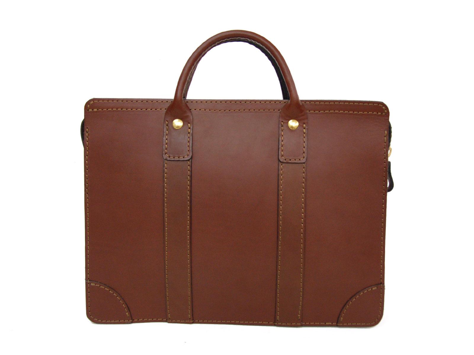 映画『OVER DRIVE』にHERZのビジネスバッグが使用されています