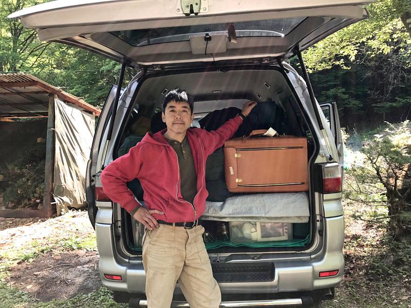 キャンプに連れ出したボストラ