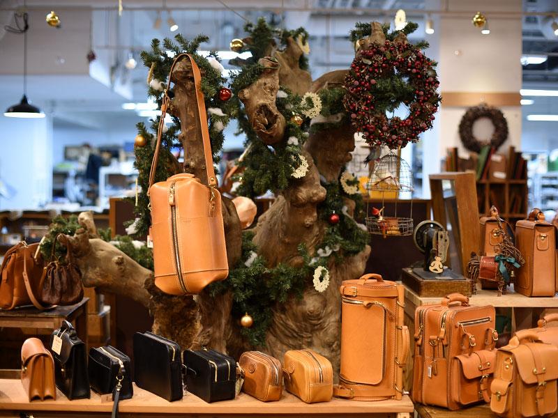 店内もクリスマスモードに
