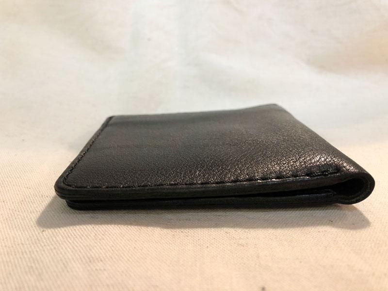 スリム財布 フラットな側面