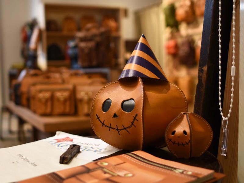 ハロウィンの本店を彩るかぼちゃ