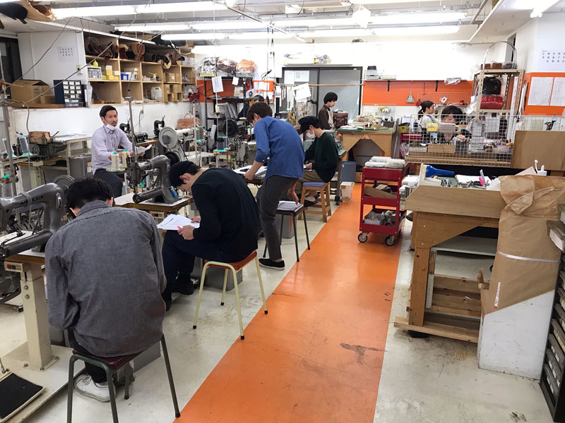 渋谷工房のミーティング風景