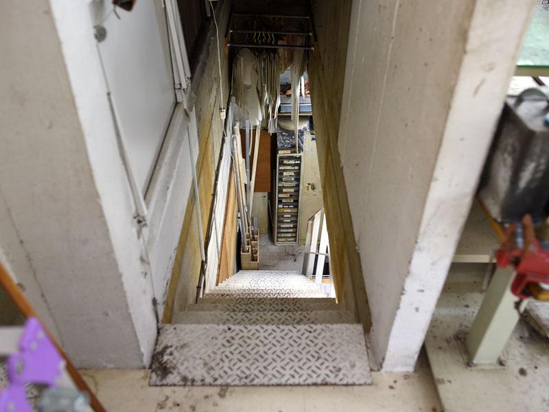 渋谷工房の地下階段