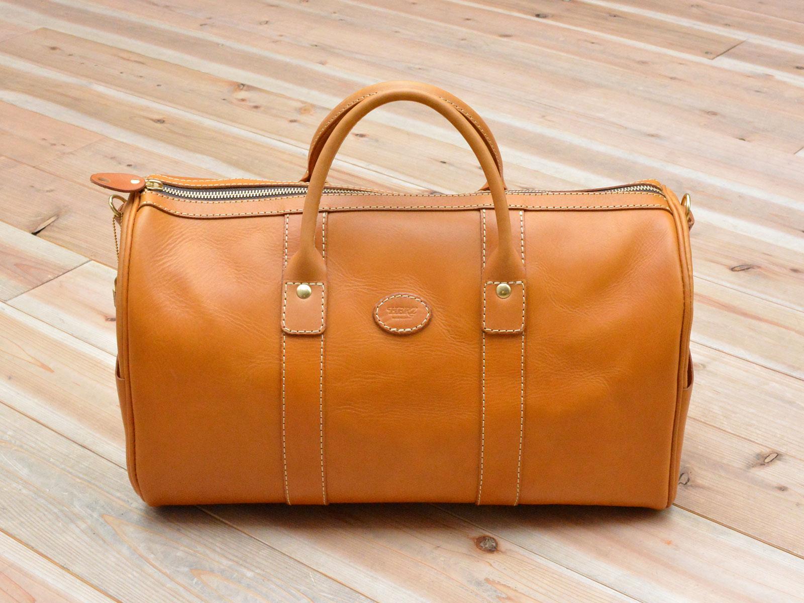 映画『コンフィデンスマンJP』にボストンバッグが使用されています