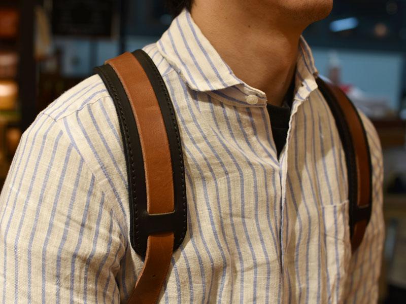 鞄と違う色の肩当て