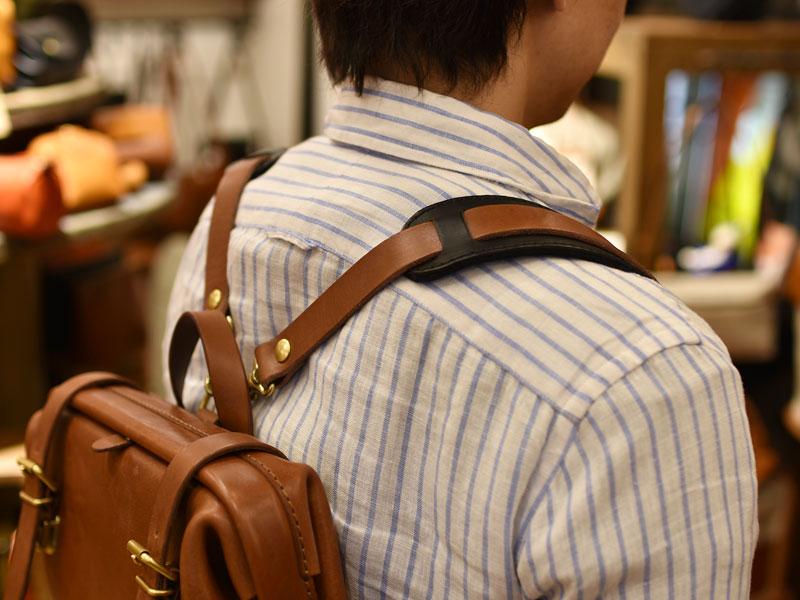 鞄と違う色の肩当て2