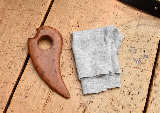 コバの磨き棒と布