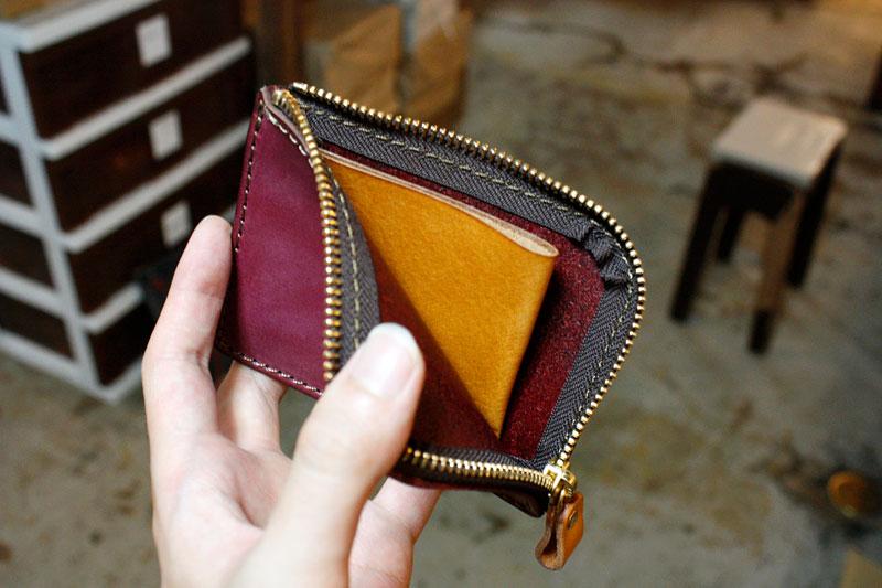 限定カラーのミニ財布 オープン