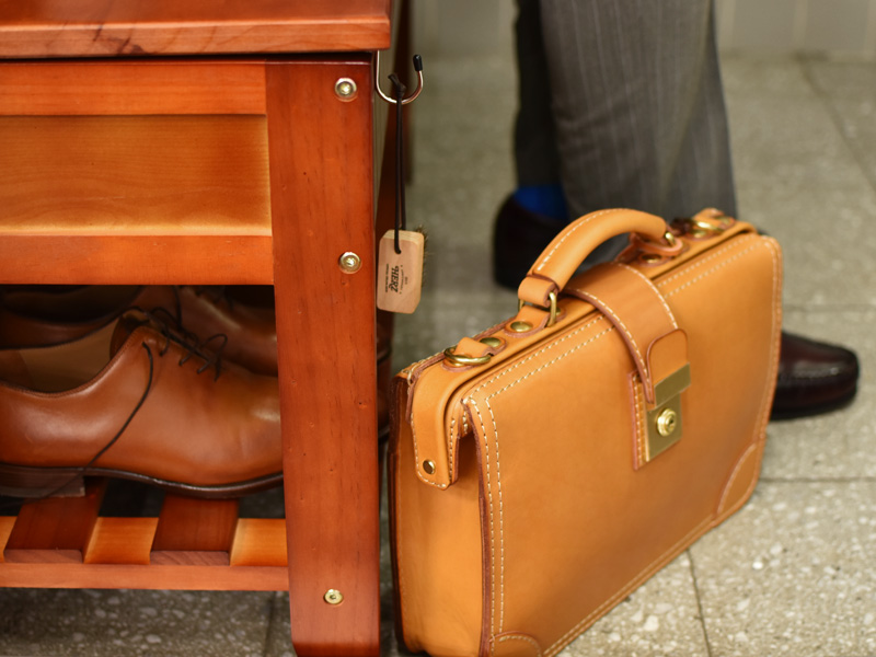 革靴にも使える、便利な馬毛ブラシ