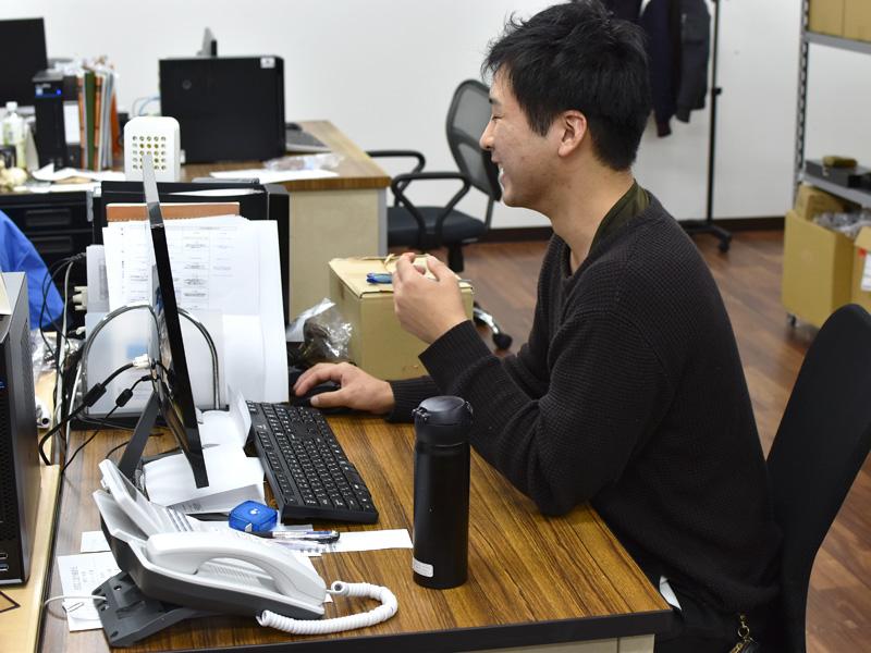 オンラインショップスタッフ:入間川