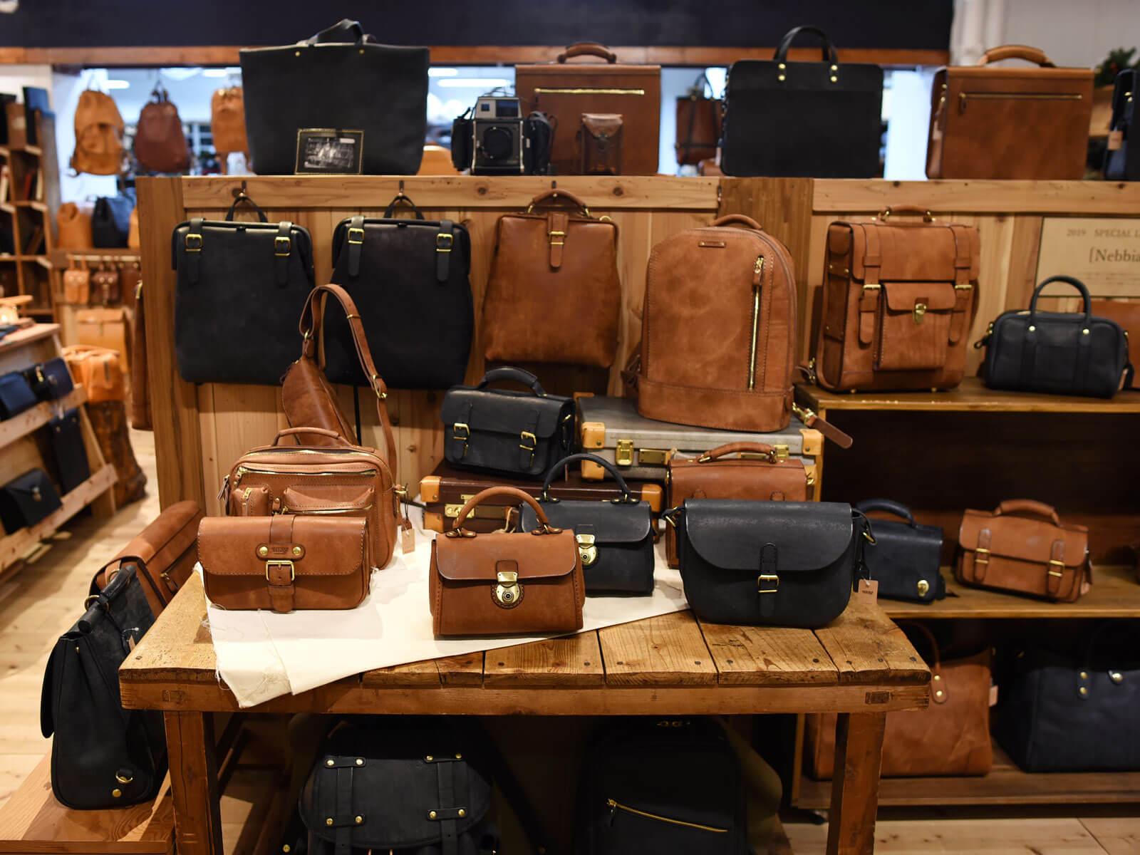 本店がお勧めする冬の特別革【ネビア】のバッグ