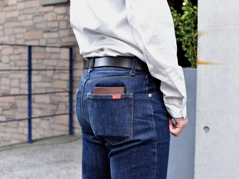 マチ付き二つ折り財布(GS-16)ズボンのポケット収納例2