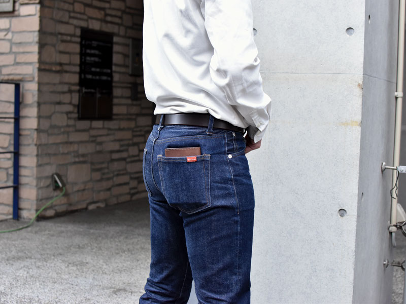 マチ付き二つ折り財布(GS-16)ズボンのポケット収納例1