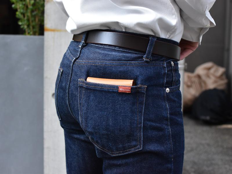 二つ折り財布(WS-8)ズボンのポケットへの収納例2