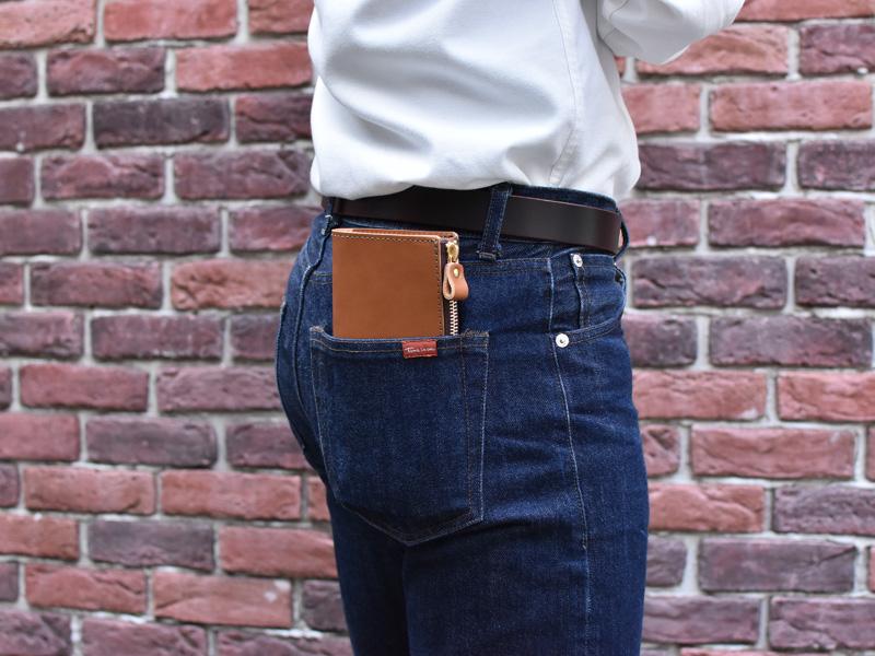 L字ダブルファスナー長財布(GS-57)ズボンのポケットへの収納例