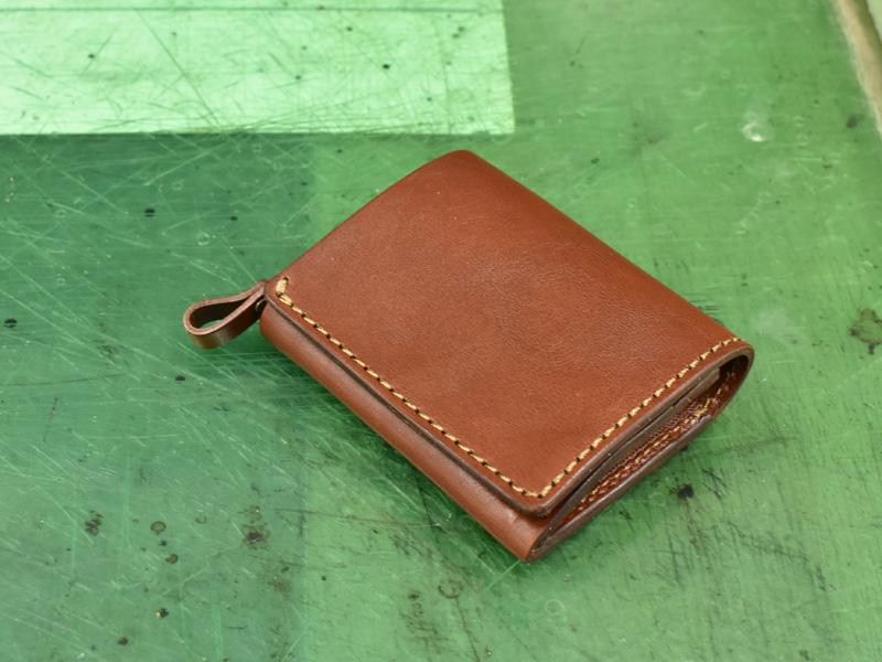 完成したばかりの小型の二つ折り財布(WS-64)