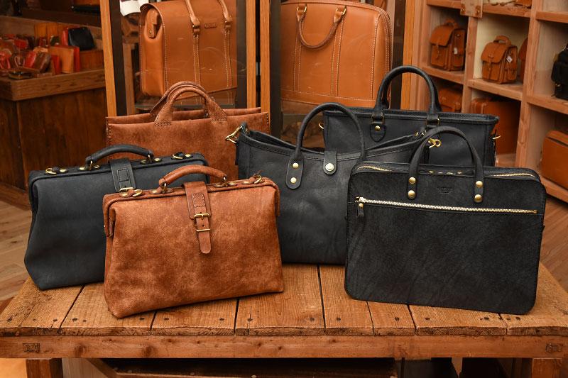 本店ネビア革のバッグたち