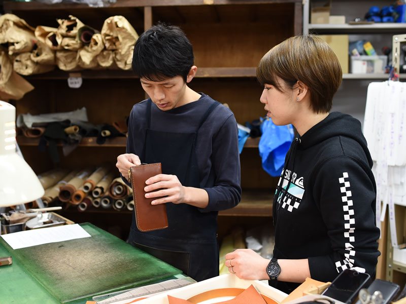 本店スタッフ下川と作り手:村松