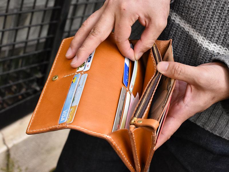 ソフトレザーの長財布(WL-63) カード取り出し