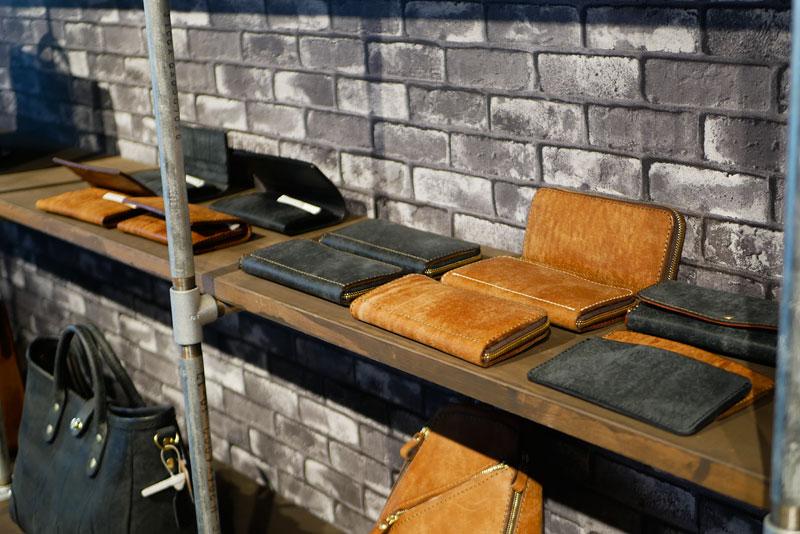 ネビア革の財布たち
