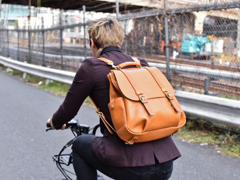 棒屋根クラシックリュック(R-153) キャメルと自転車3