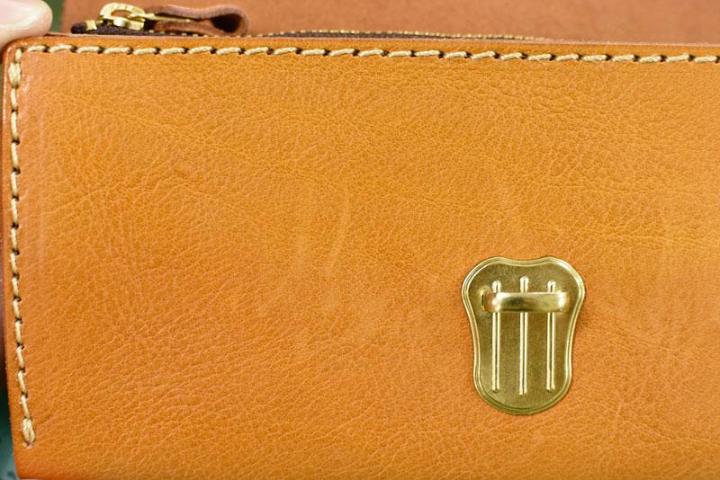 財布についた引っかきキズ