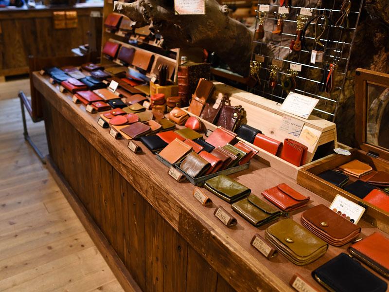 ヘルツ本店の財布ディスプレイ