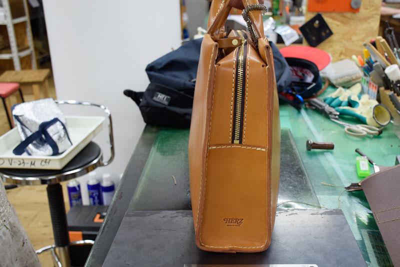 あおりポケット二本手ビジネスバッグ(BW-104) お弁当収納状態